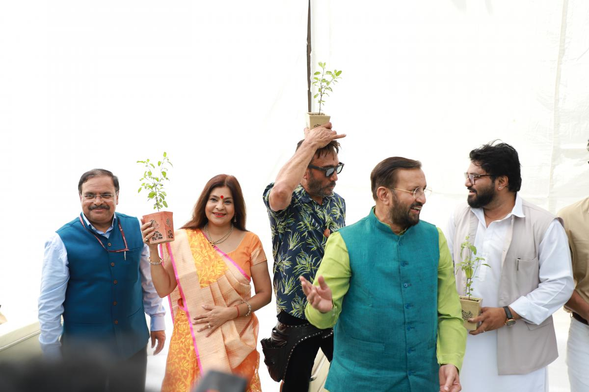 Image of Selfi with sapling campain
